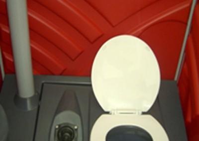 0203 Chemische toiletcabine met interne doorspoeling