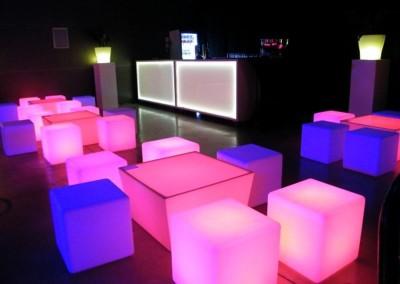 0317 Loungeset (poefjes en tafeltje met LED)