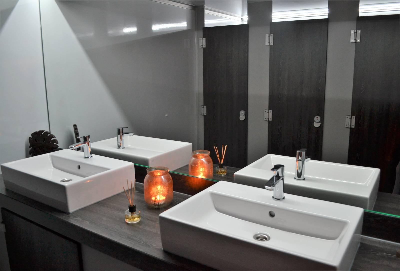 Toiletwagen DELUXE 012